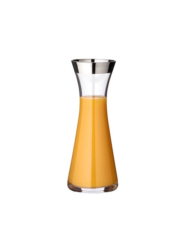 With clean and straight lines, the Heindrick decanter is a modern and chic addition to any table