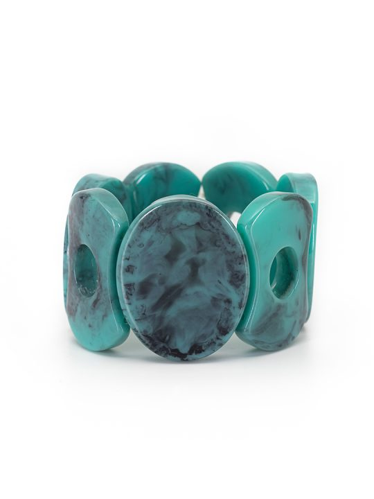 An elegant take on this season´s summer collection, this bracelet comes in a beautiful tone of turquoise.